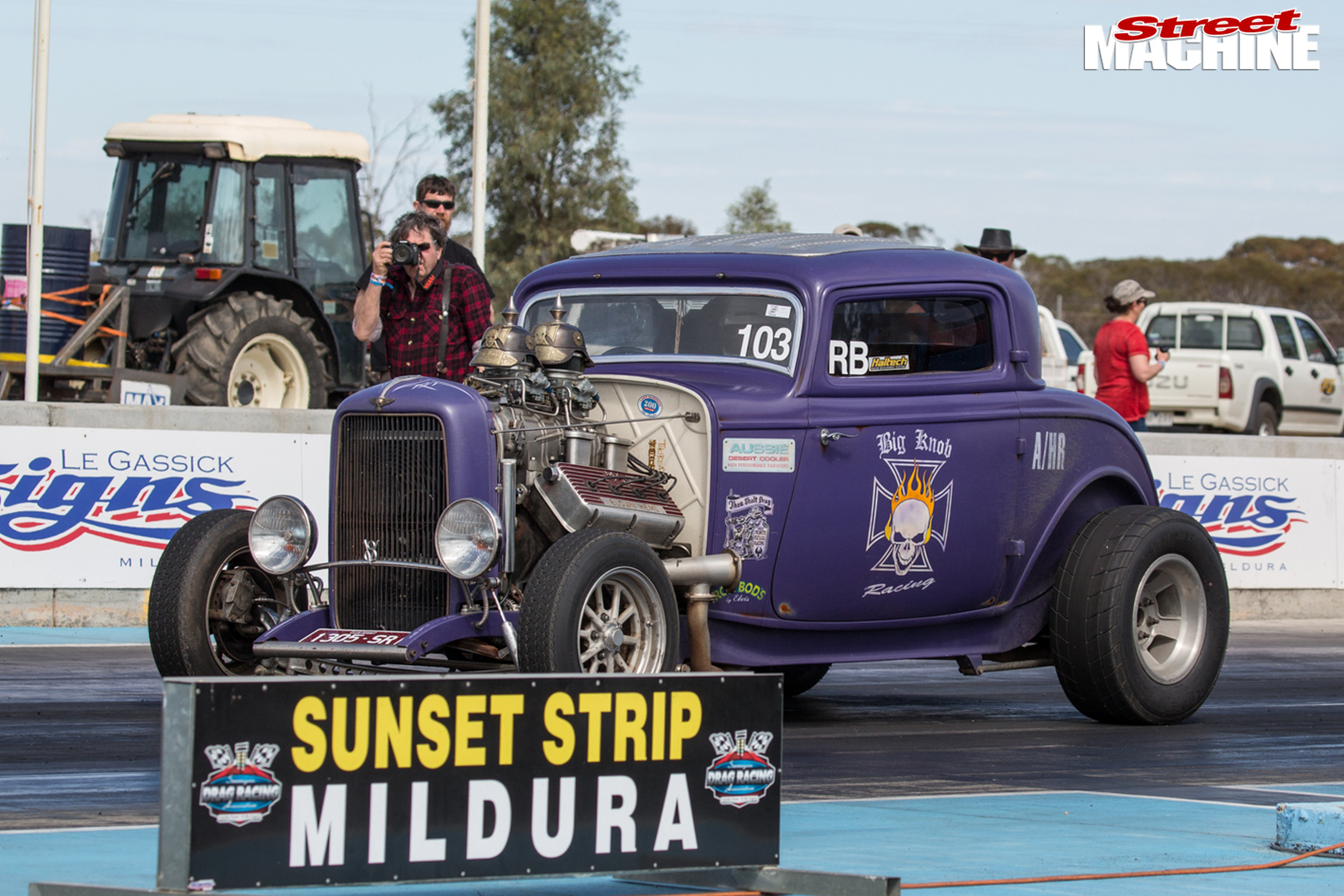 1932-ford -coupe -dragstrip