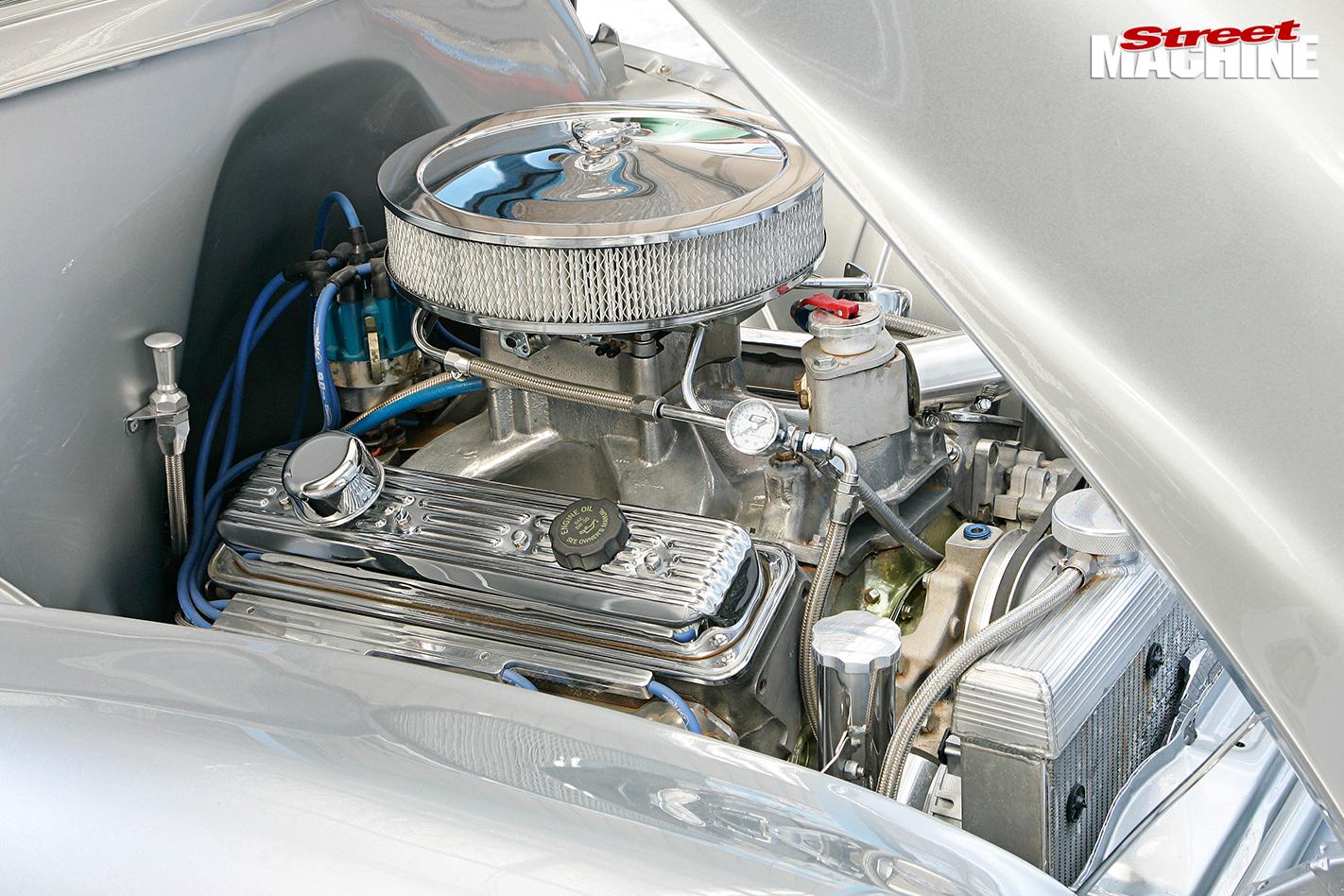 CLASSIC-1955-HOLDEN-UTE-engine