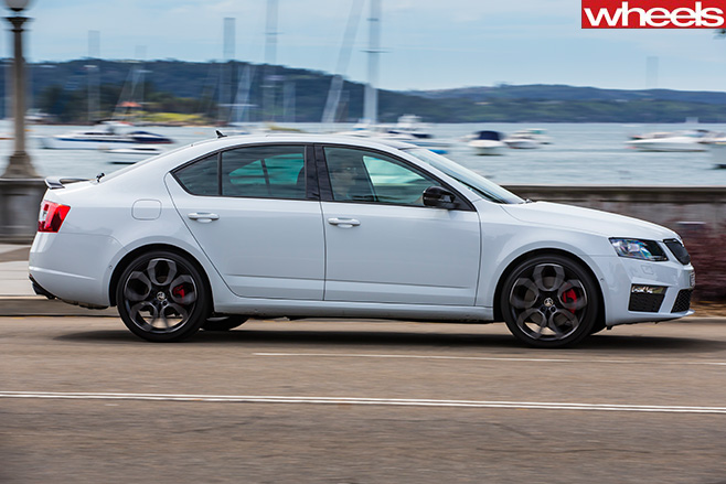Skoda -Octavia -RS230-side