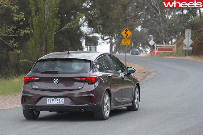 Holden -Astra -driving -front