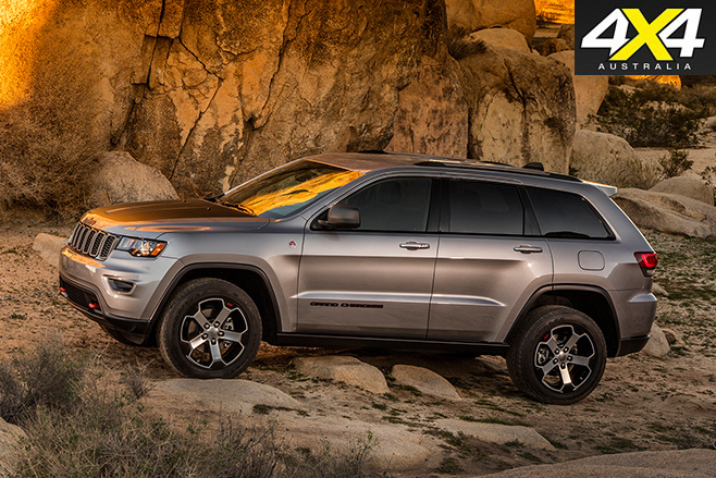 2017 Jeep Grand Cherokee Trailhawk side