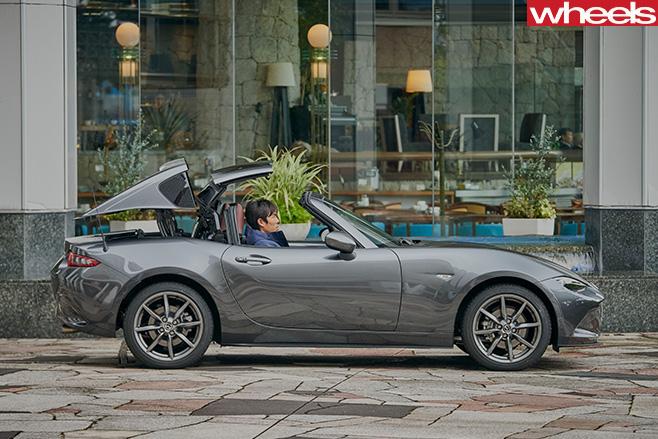 Mazda -MX-5-RF-roof -coming -down