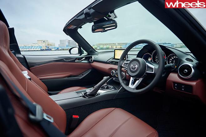 Mazda -MX-5-RF-interior