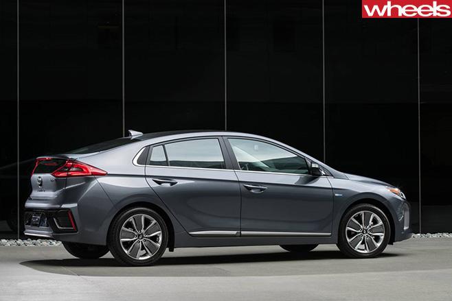 Hyundai -Ioniq -rear -side
