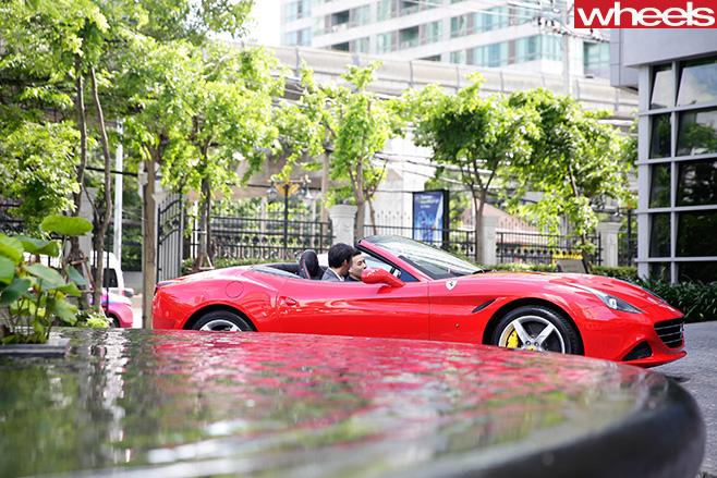 Ferrari -California -T-driving