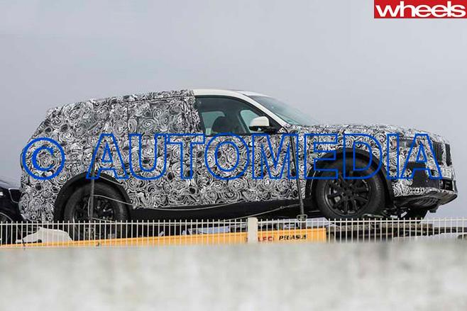BMW-X7-side