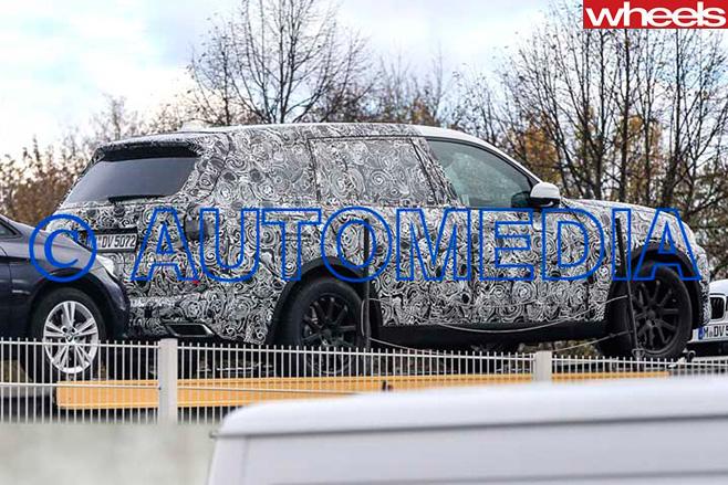 BMW-X7-rear -side