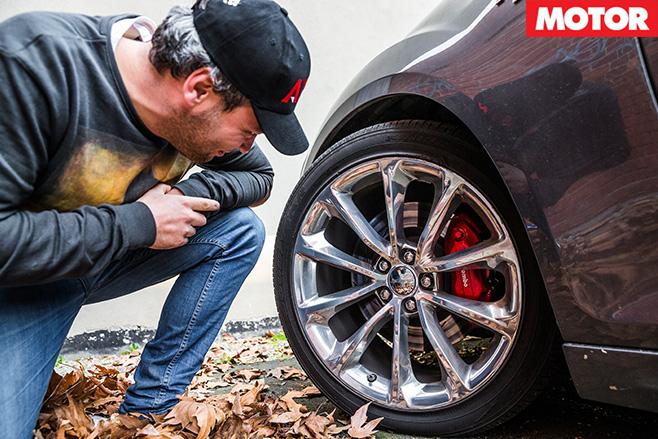 Chrysler 300 SRT wheel