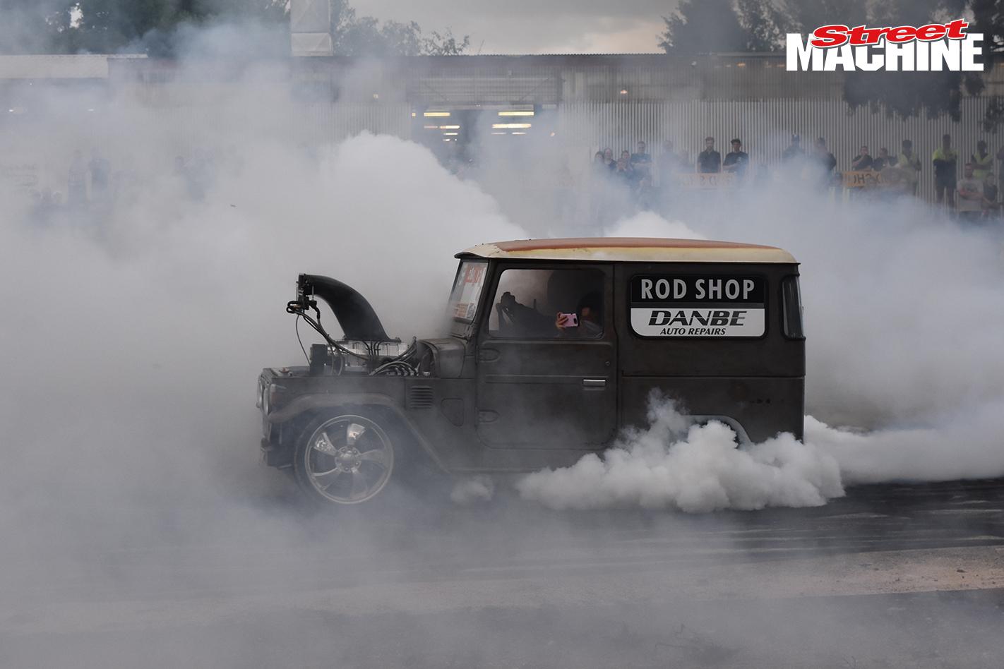 Toyota FJ40 Landcruiser Burnout 1 123