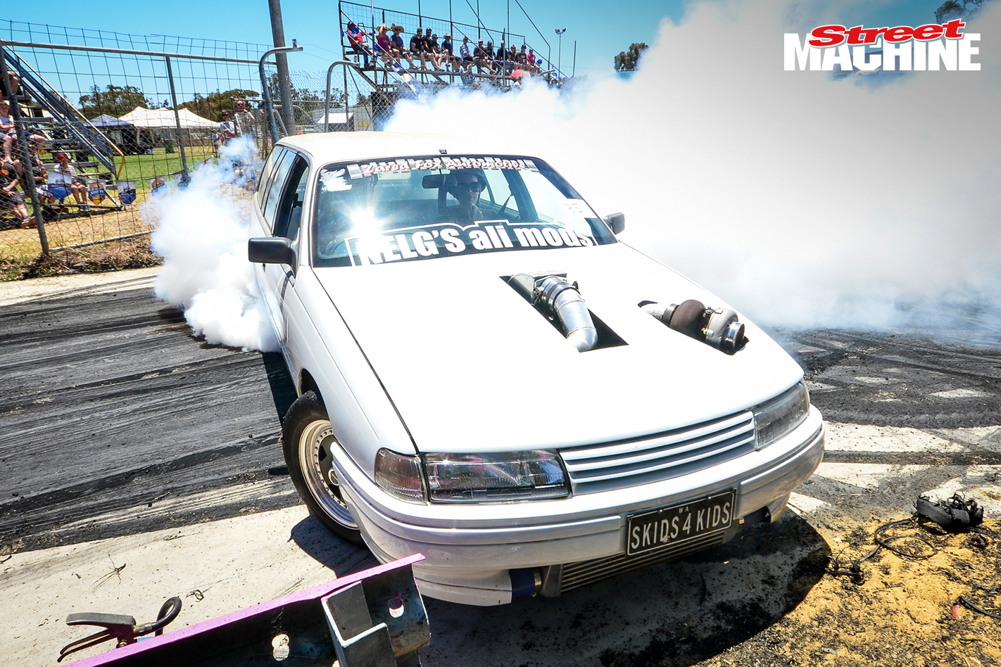 VN Commodore Wagon Burnout 8250