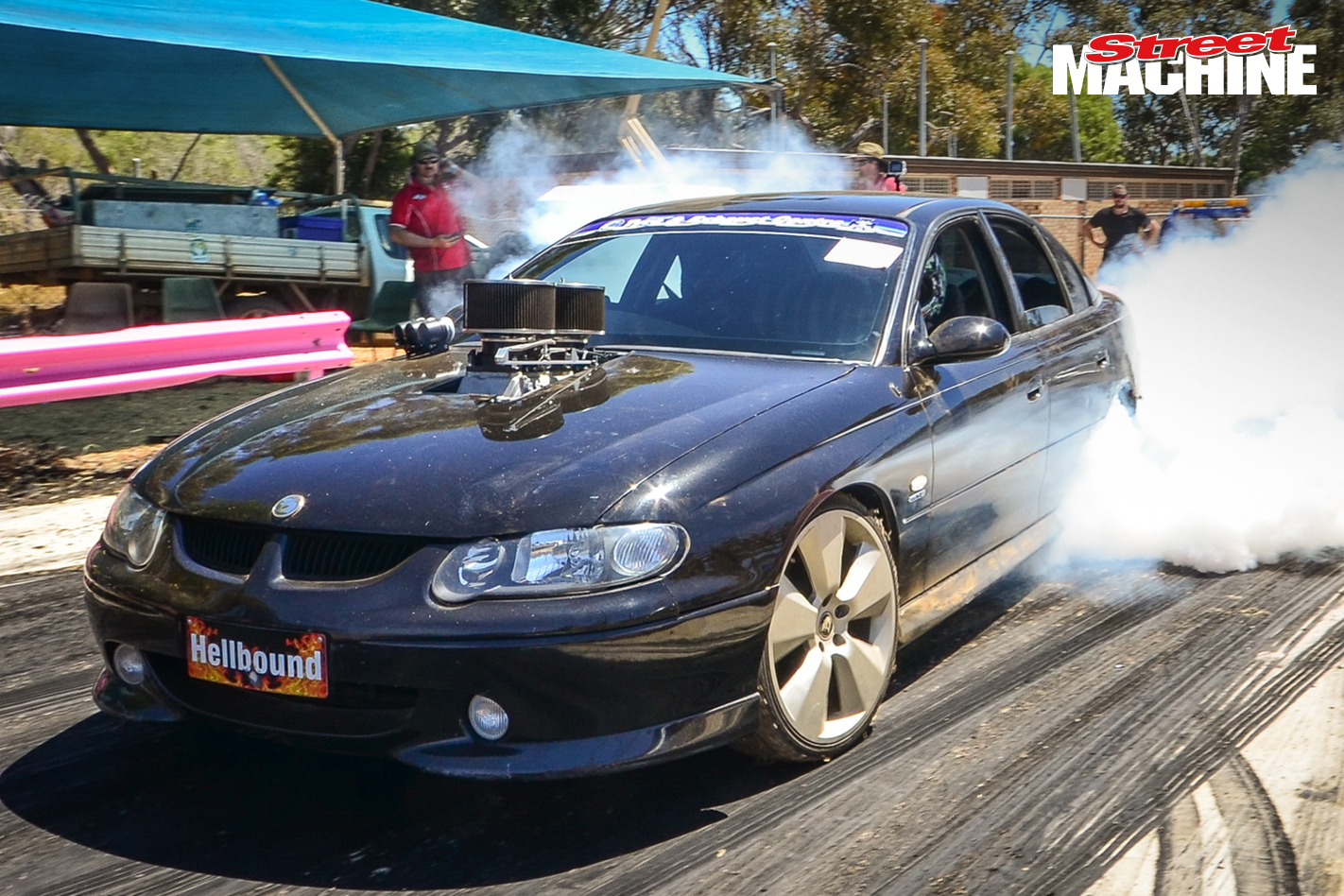 VX Commodore Burnout 8289