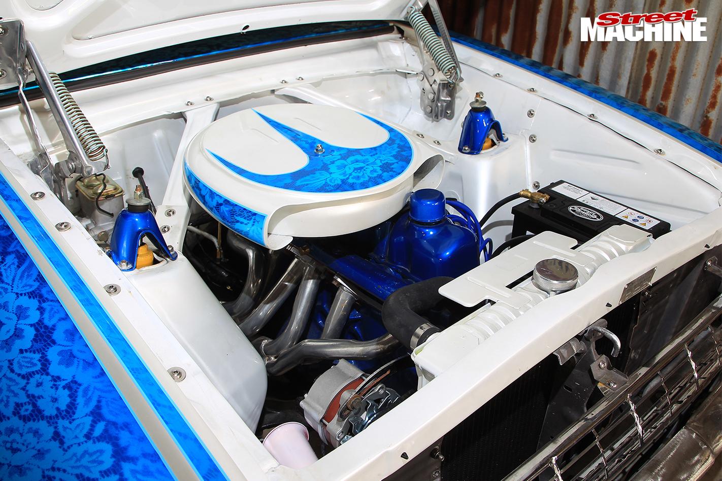 Ford -xm -falcon -wagon -engine -bay