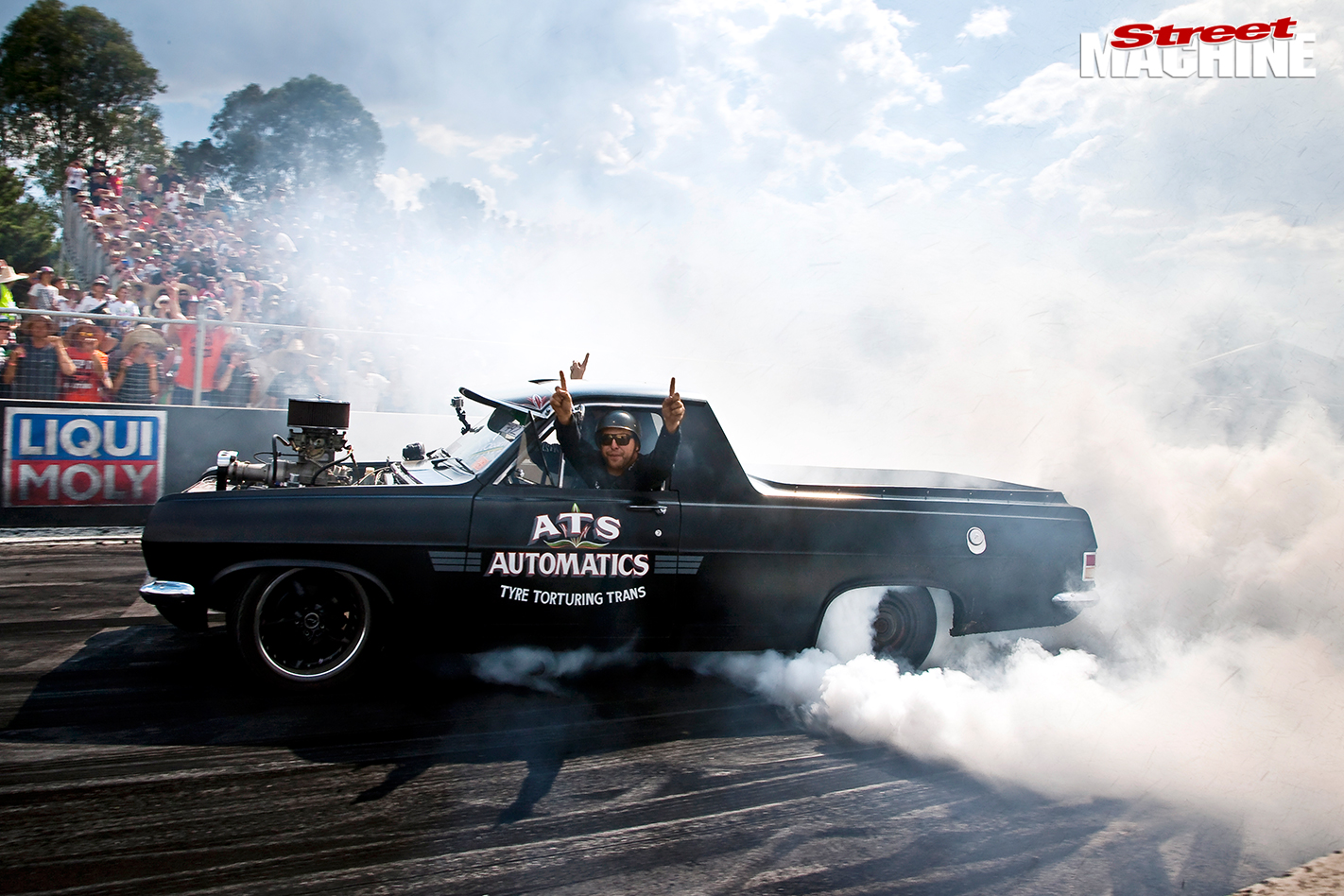 Holden -red -motor -ute -burnout