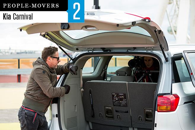2016-Kia -Carnival -seven -seater -boot