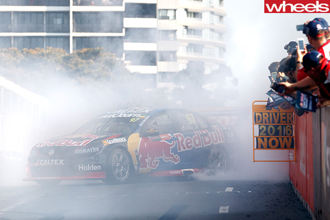 Van -Gisbergen -burnout -side -front