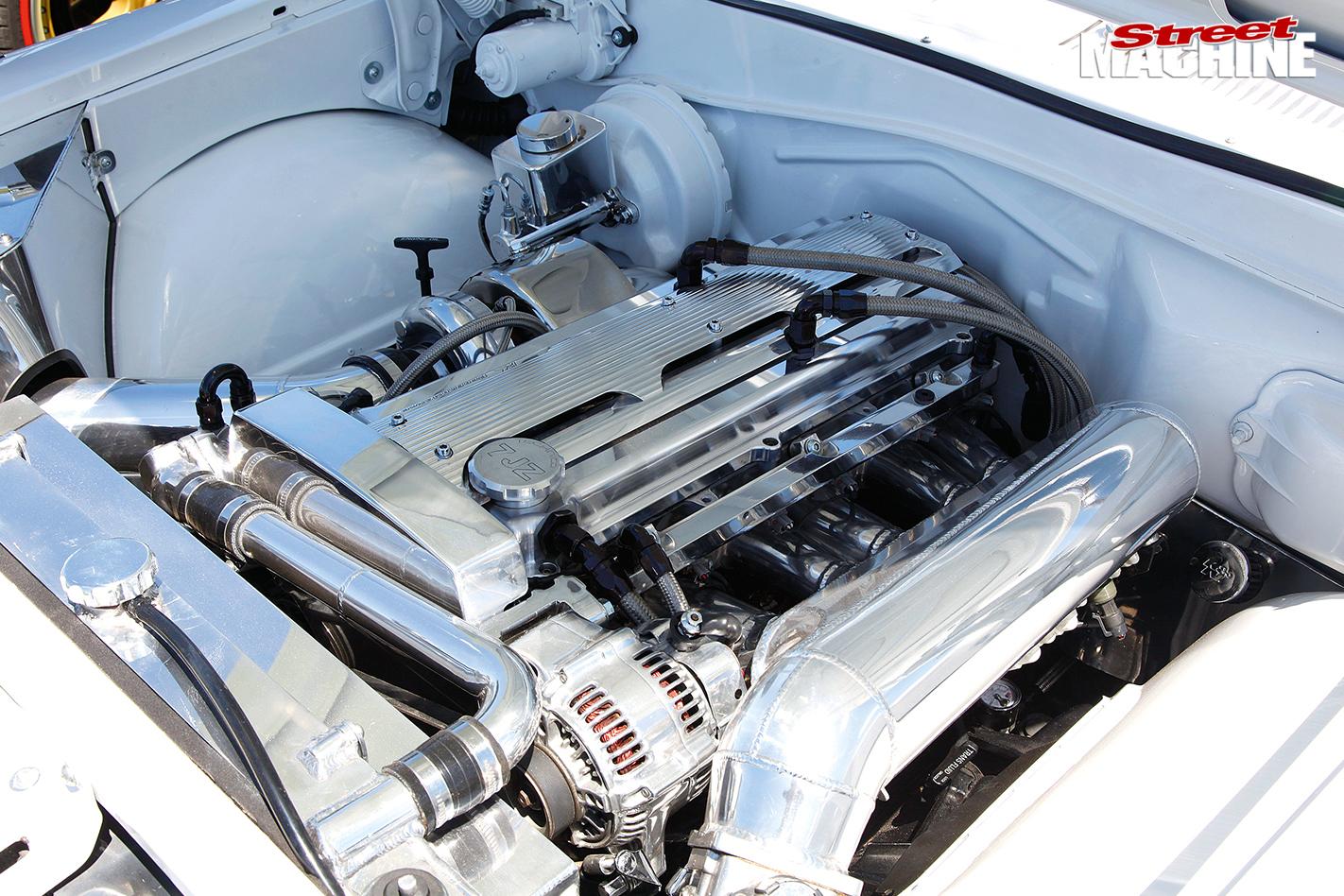 Summernats -29-toyota -crown -engine