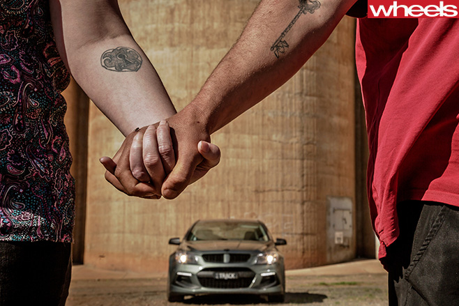 HSV-Track -Edition -holding -hands