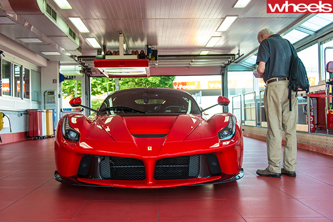 Ferrari -Enzo -parked -with -Peter -Robinson