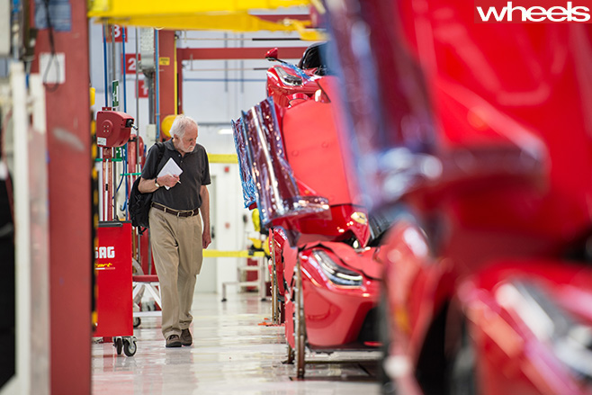 Ferrari -Enzo -being -assembled