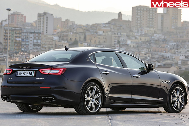 2017-Maserati -Quattroporte -rear -side