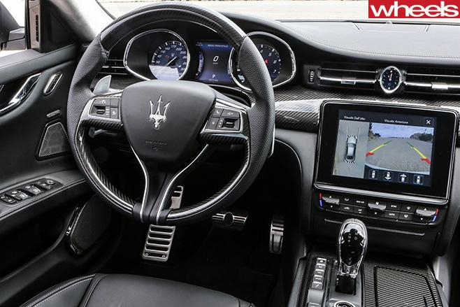 2017-Maserati -Quattroporte -steering -wheel
