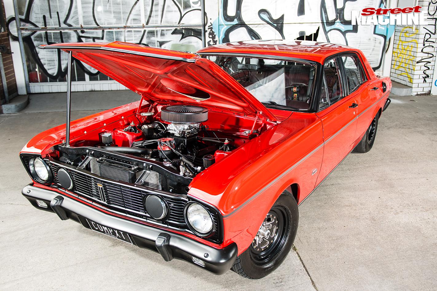 Ford -xt -falcon -bonnet -up