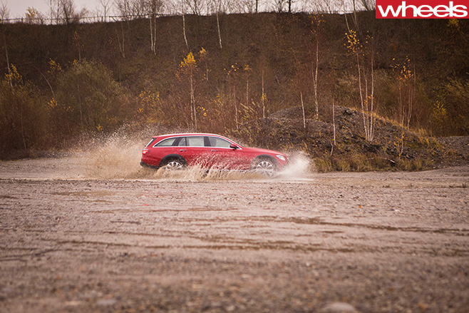 Mercedes -Benz -E-Class -All -Terrain -2017-side -river -crossing