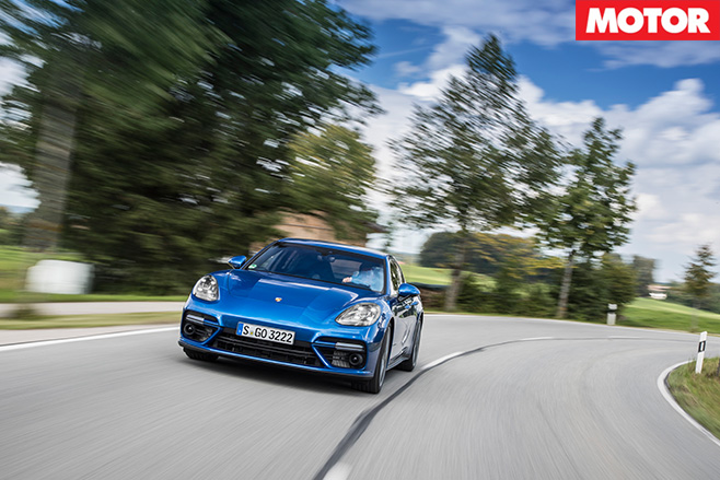 2016-Porsche -Panamera -Turbo -Review -drive