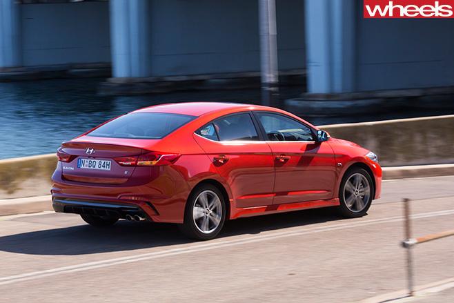 2016-Hyundai -Elantra -SR-driving -side