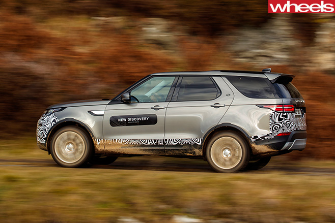 2017-Land -Rover -Discovery -prototype -driving -side