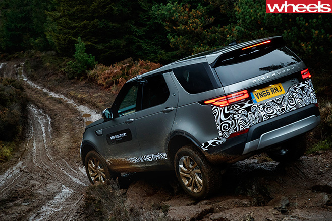 2017-Land -Rover -Discovery -prototype -climbing -rear