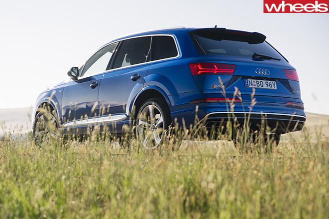 2017-Audi -SQ7-rear -side