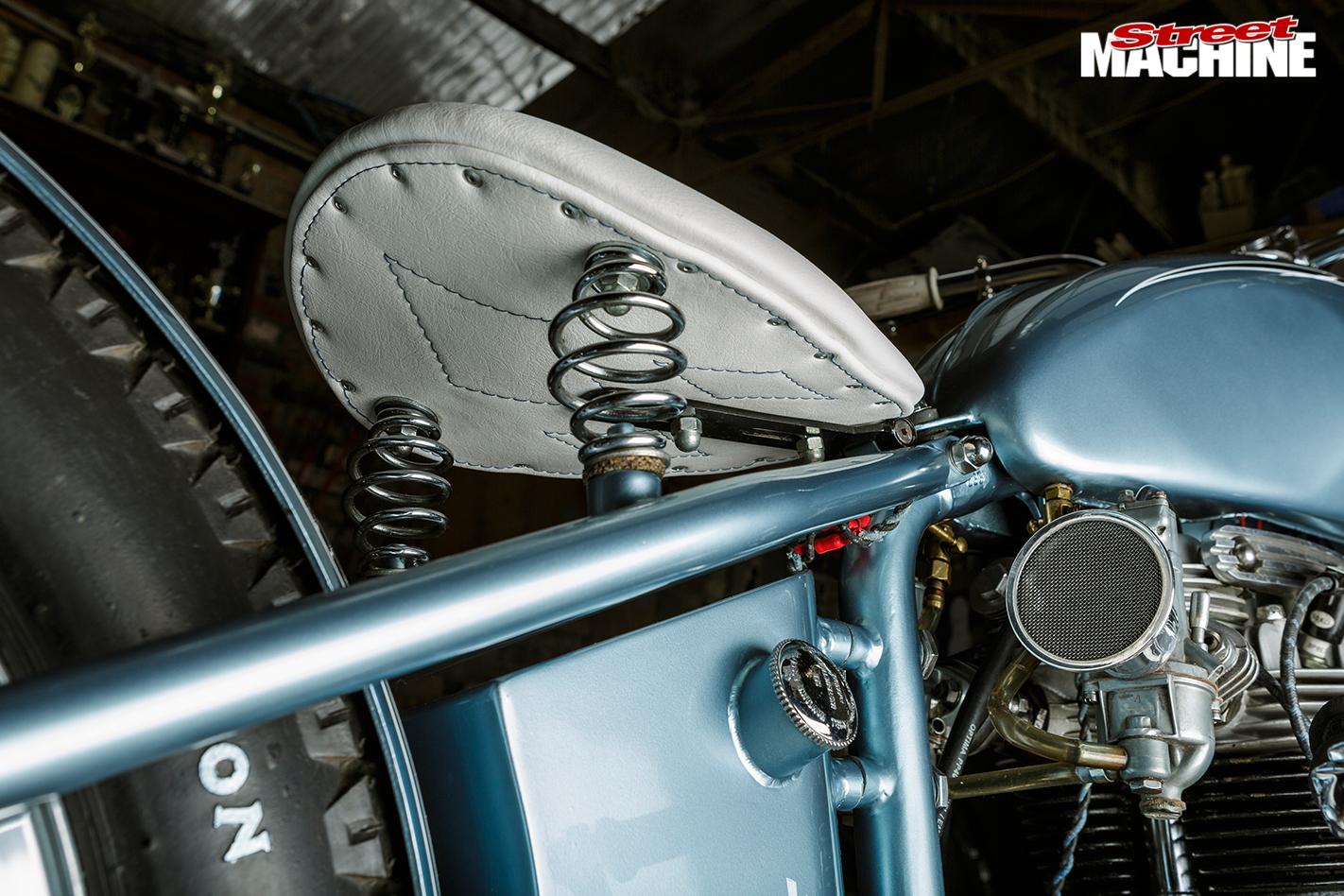 Triumph -tr 6p -seat
