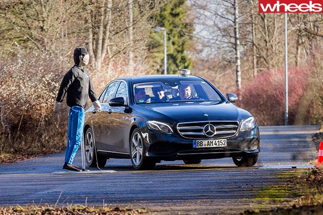 Mercedes -Benz -E-Class -autonomous -driving -swerving -to -avoid -pedestrian