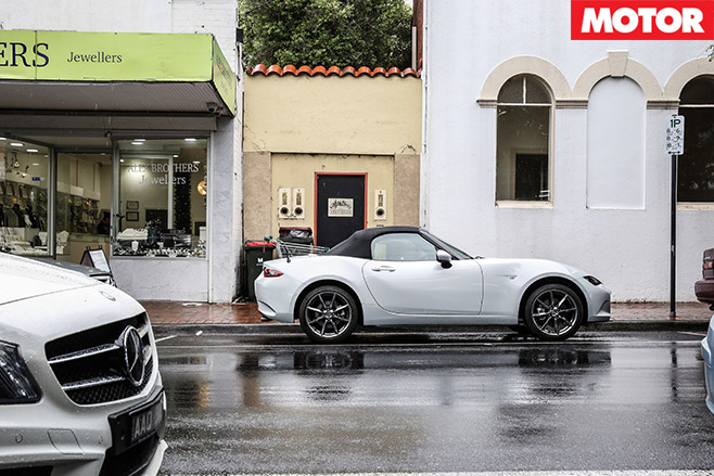Mazda -MX-5-2.0-enters -the -Garage -5