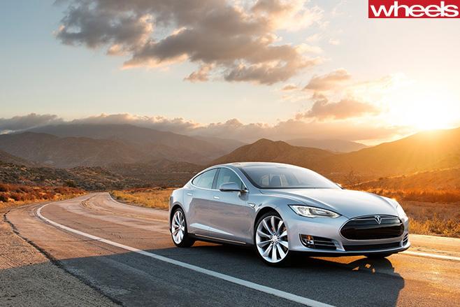 Tesla -Model -S-2013-side -front