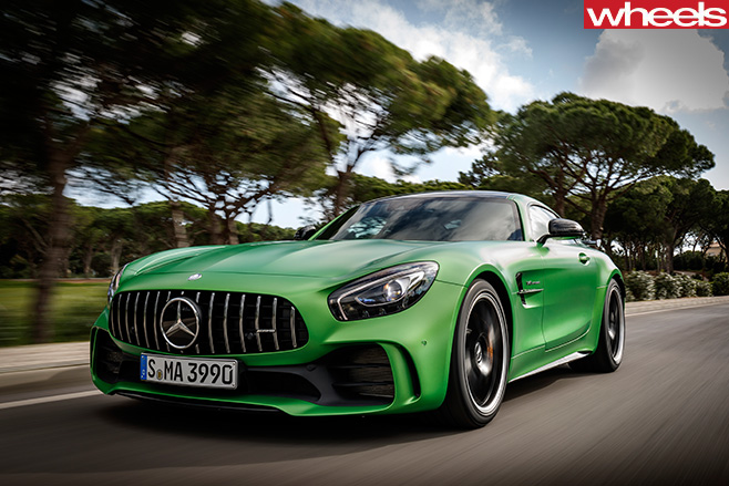 2016-Mercedes -AMG-GT-R-front -on