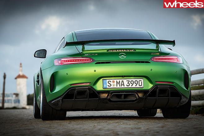 2016-Mercedes -AMG-GT-R-rear