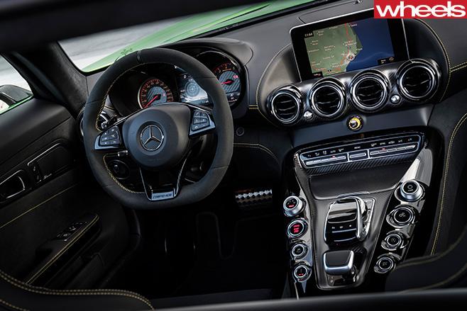 2016-Mercedes -AMG-GT-R-interior