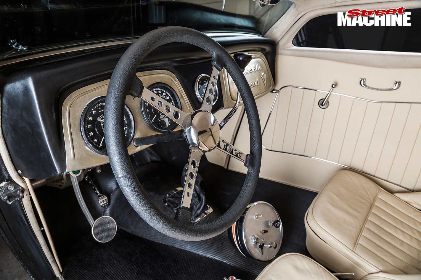 Ford -coupe -interior -front
