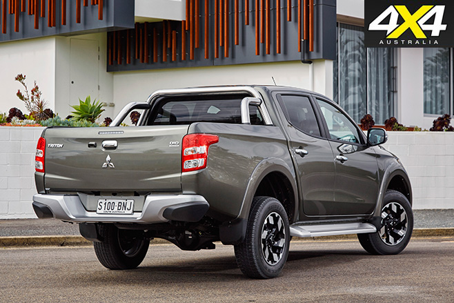 Mitsubishi Triton receives 2017 rear