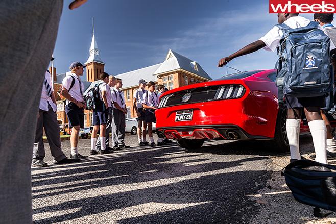 Ford -Mustang -with -school -children -Ellen -Dewar