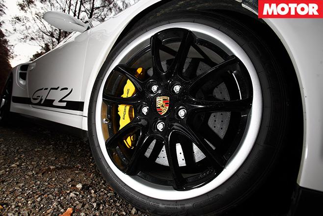 Nissan -GT-R-vs -Porsche -911-GT2-embed -8