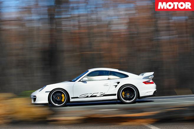 Nissan -GT-R-vs -Porsche -911-GT2-embed -11