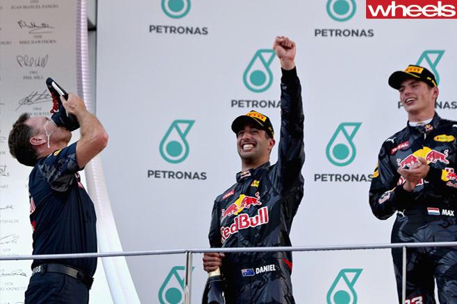 Daniel -Ricciardo -win -Malaysia -2016-shoey