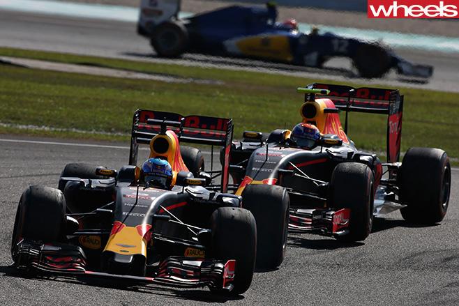 Malaysian -GP-2016-ricciardo -leads -verstappen