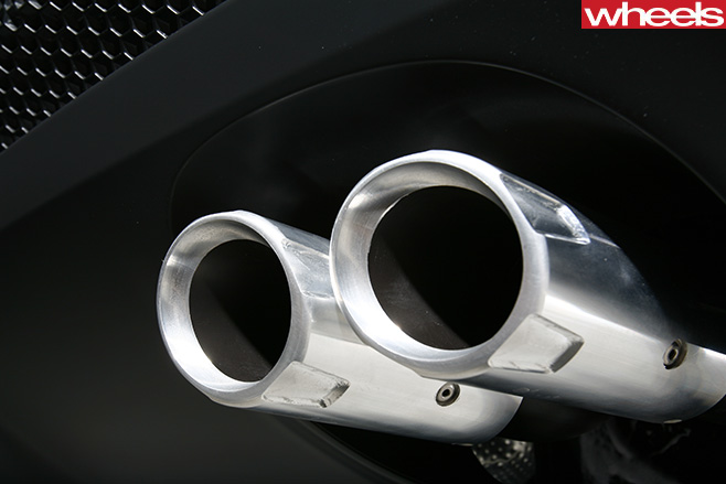 2008-HSV-W427-exhaust