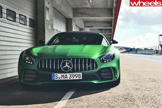 Mercedes -AMG-GT-R