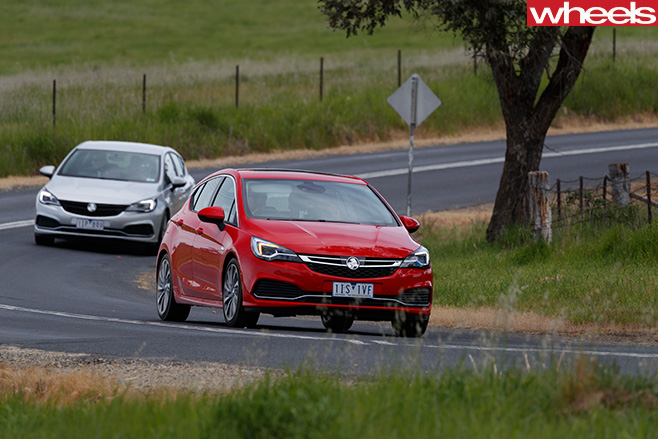2016-Holden -Astra -road