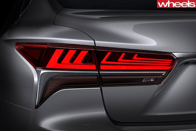 2017-Lexus -LS-taillight